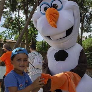 Un petit consumidor amb l'Olaf