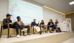 Taula de testimonis, joves inspiradors que fan servir les xarxes en positiu.