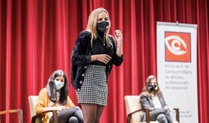 La jove influencer Patrícia Pallarès durant la seva intervenció a la jornada
