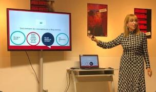Anna Plans, ponent experta del PEA, impartitn un dels tallers realitzats per SPOTT